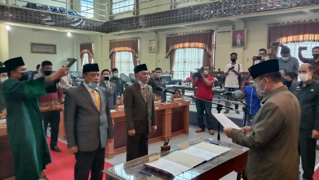 Prosesi pengucaan pumpah janji PAW dua Anggota DPRD Lampung Timur, foto: ist